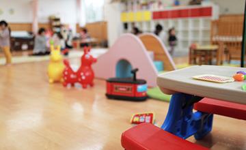 保育園で遊ぶ園児のイメージ写真