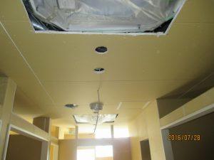 天井エアコン、照明穴あけ