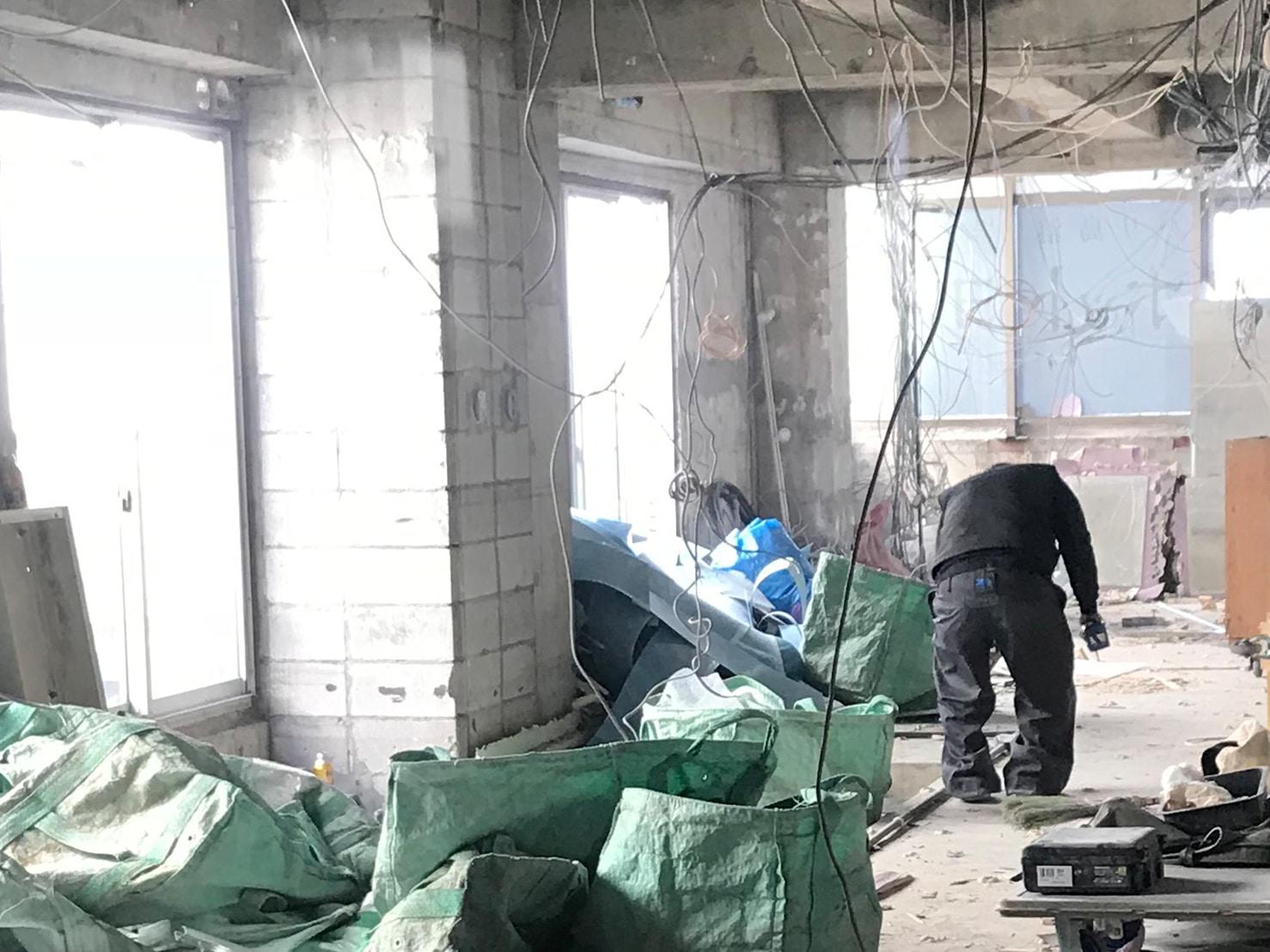 原状回復・スケルトン工事の様子